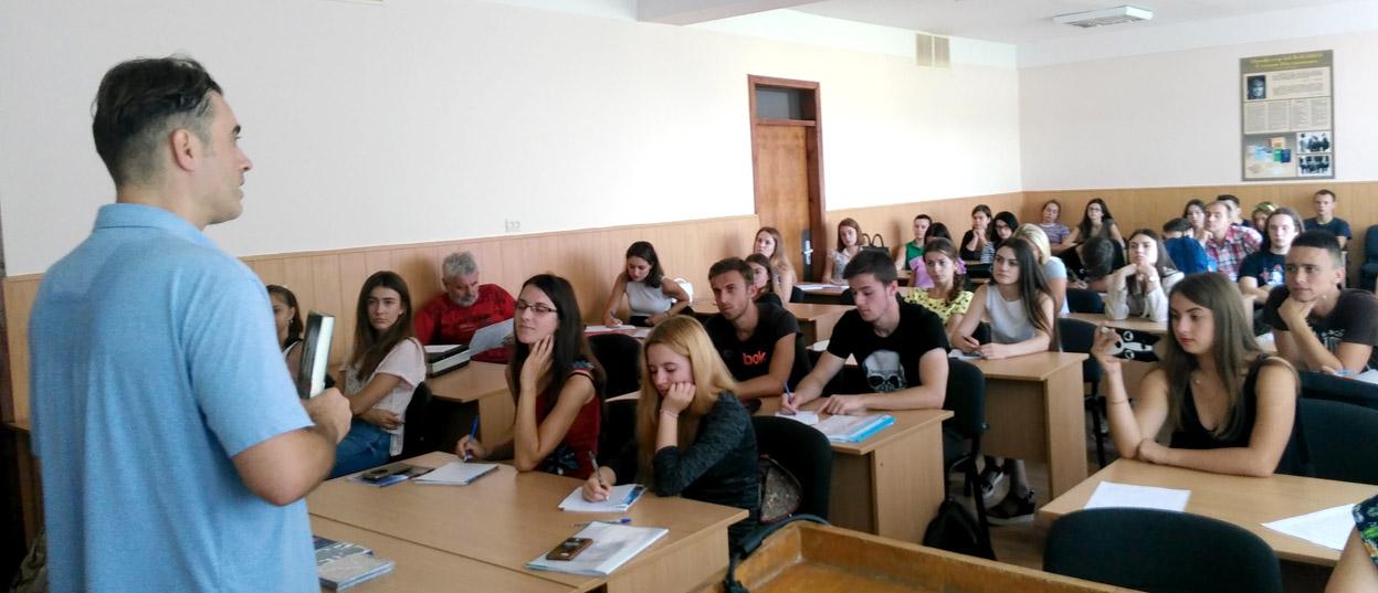Студенти філфаку зустрілися з відомим культурним діячем із Запоріжжя