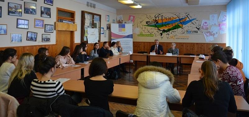 На відділенні журналістики презентували книгу патріарха філфаку Івана Сенька
