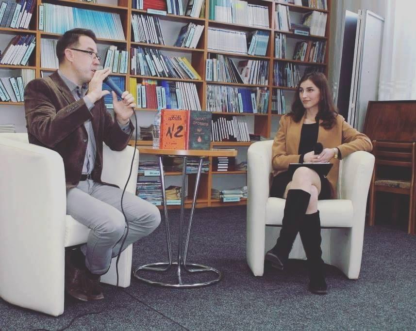 Відомий тележурналіст Остап Дроздов представив в Ужгороді роман «№2»