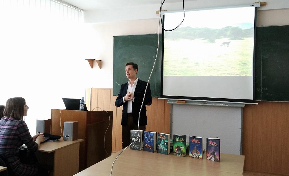 Письменник Макс Кідрук презентував свої книги філологам і журналістам УжНУ