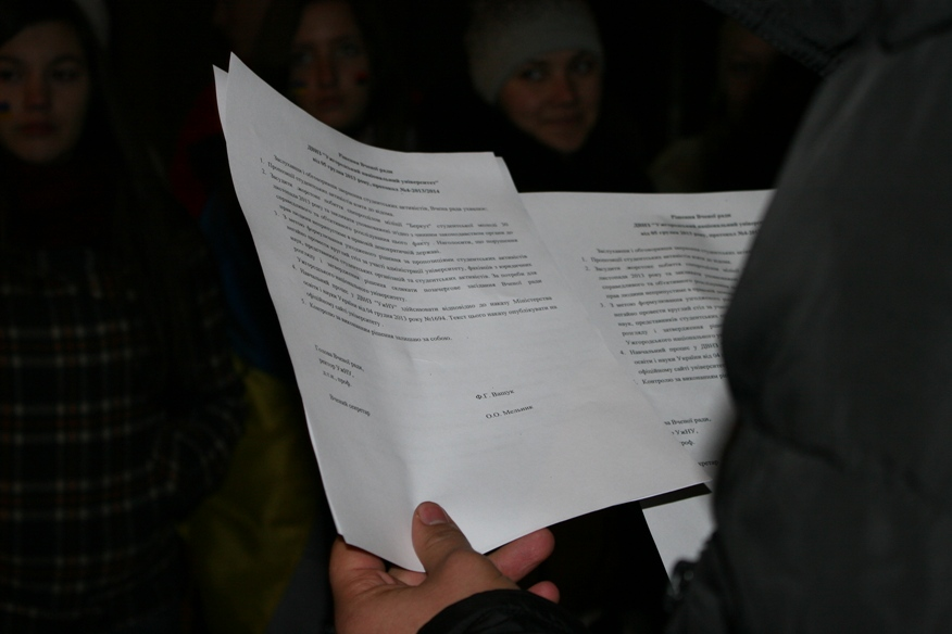 Read more about the article За круглим столом зустрілися делегати Євромайдану та керівний склад університету