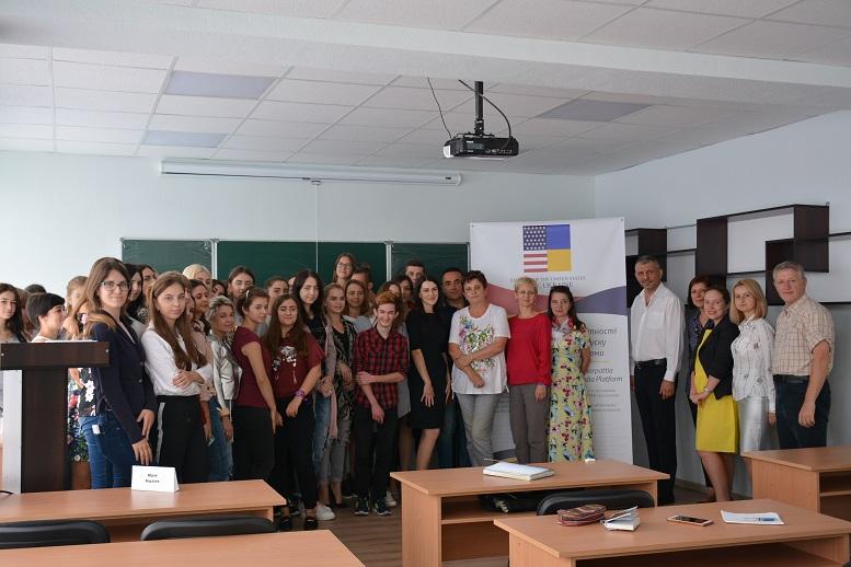 Про інформаційні потреби нацменшин, журналістські стандарти та виклики для медіа розповідали студентам тренери з Ужгорода і Німеччини