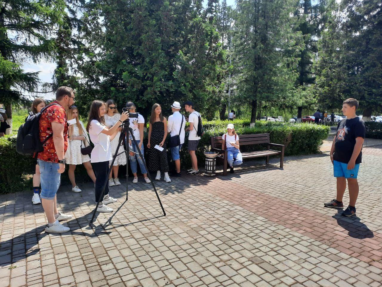 Read more about the article Гуртківці-журналісти з Мукачева побували на медійному підрозділі УжНУ